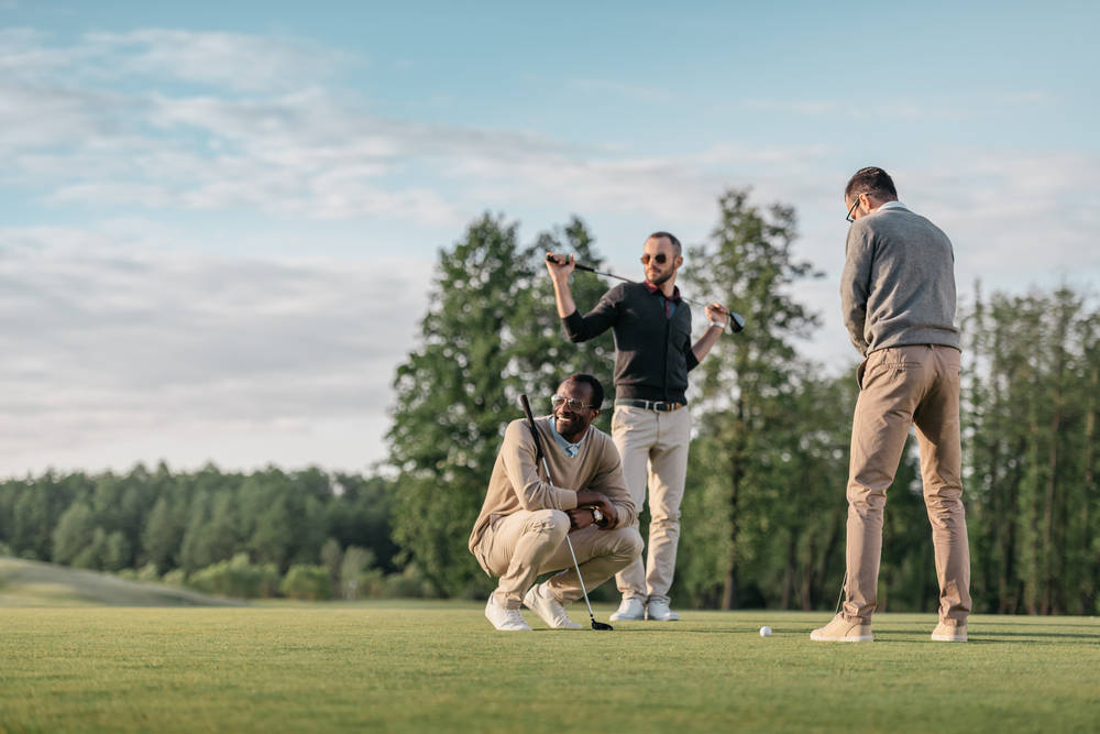 Cómo cerrar negocios en un campo de golf