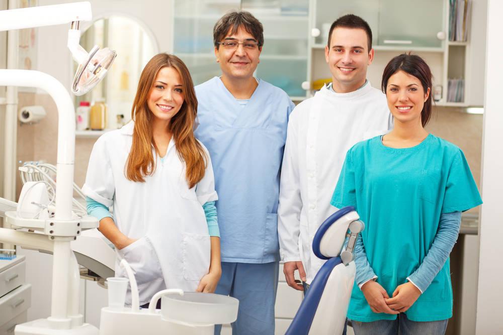 ¿Qué profesionales podemos encontrar en una clínica dental?
